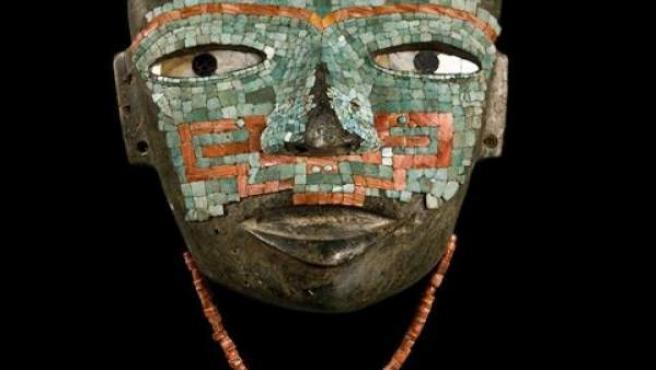 Una de las máscaras de la exposición.