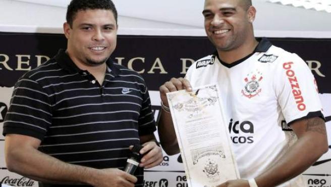 Ronaldo y Adriano, juntos en la presentación del Corinthians.