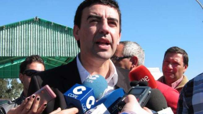 El portavoz del grupo parlamentario socialista, Mario Jiménez, en los medios.