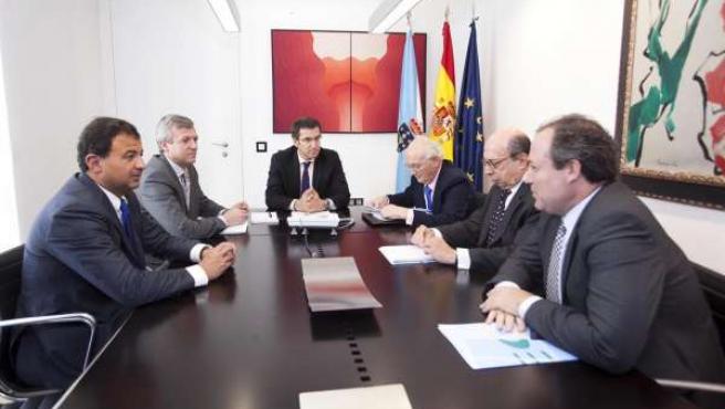 O presidente da Xunta, Alberto Núñez Feijóo, acompañado polo conselleiro de Pres