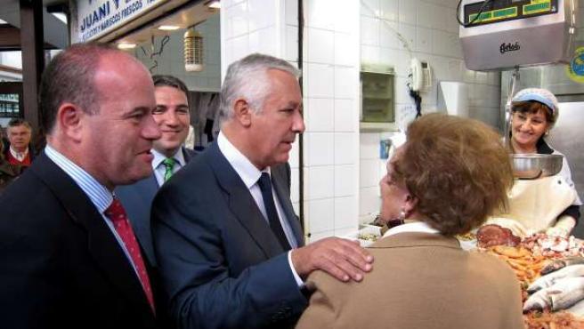 Javier Arenas junto al candidato del PP a la Alcaldía de Antequera, Manuel Barón