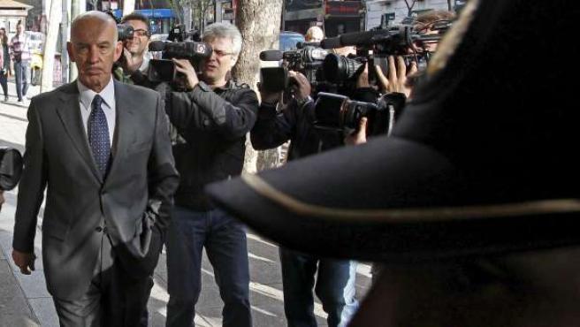 El expolicía José Amedo, a su llegada a la Audiencia Nacional para testificar en el juicio que se sigue contra el ex jefe superior de Policía de Bilbao Miguel Planchuelo.