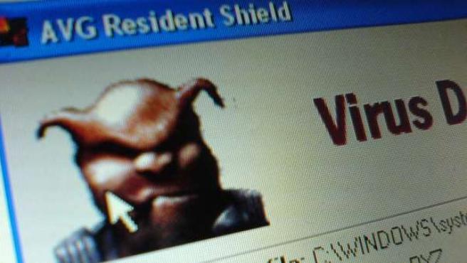 Mensaje de aviso de un virus informático.