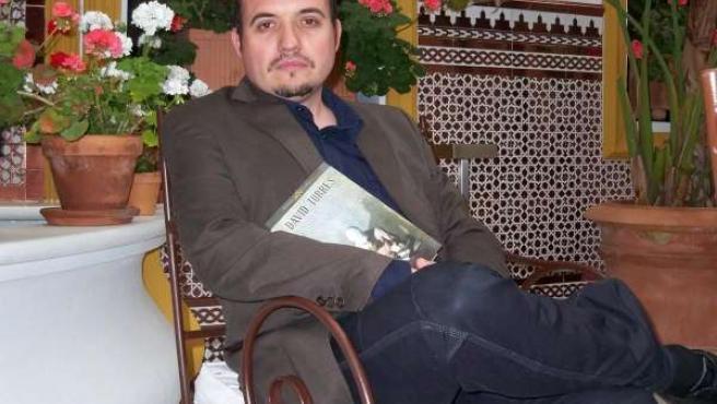 David Torres con su libro 'Punto de fisión' hoy en Sevilla