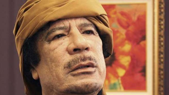 Muammar el Gadafi, posando tras una entrevista en Trípoli con una televisión turca.