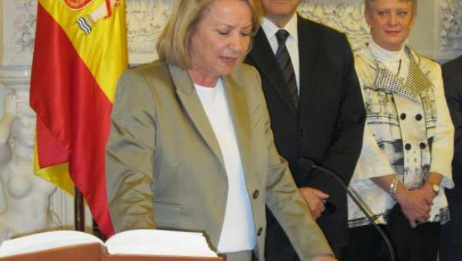 La delegada del Gobierno en Canarias, Dominica Fernández, tomando posesión