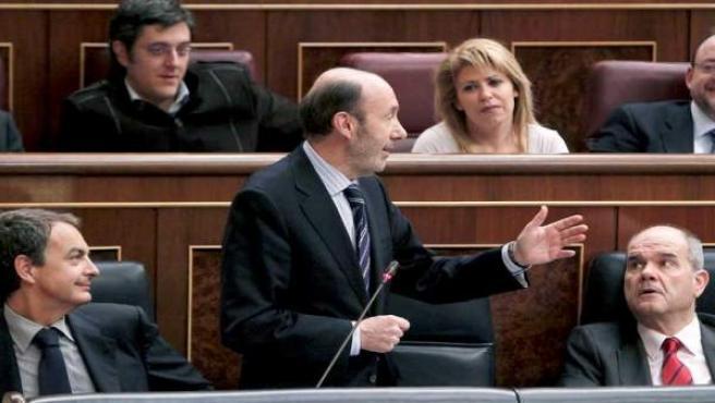 El vicepresidente primero del Gobierno, Alfredo Pérez Rubalcaba, en la sesión de control al Gobierno en la Cámara Baja.