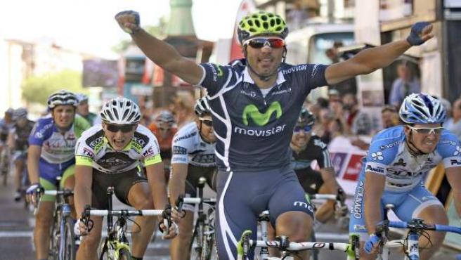 Ventoso celebra el triunfo en la Vuelta a Castilla y León.