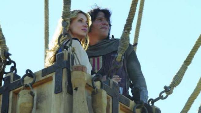 Sergio Peris-Mencheta y Natasha Yaroyenko en 'Capitán Trueno y el Santo Grial'.