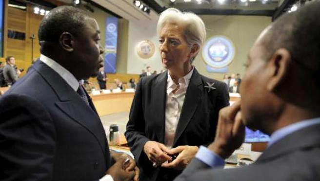 La ministra francesa de Economía Christine Lagarde (centro).
