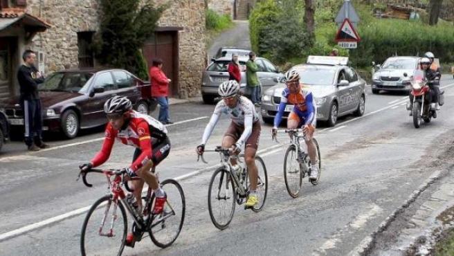 Un instante de la primera etapa de la Vuelta al País Vasco.
