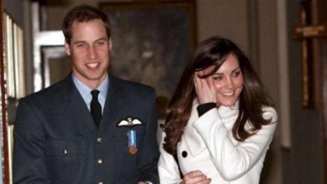 En la imagen, el príncipe Guillermo y su prometida, Kate Middleton.