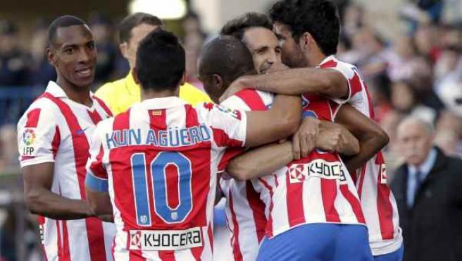Los jugadores del Atlético de Madrid celebran el gol de Elías ante el Levante.
