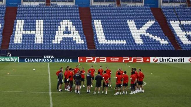 El Manchester United, entrenándose en el estadio del Schalke, en Alemania.