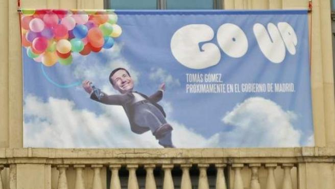 Carteles del PSOE emulando a películas con sus candidatos como protagonistas en su sede en Callao (Madrid).