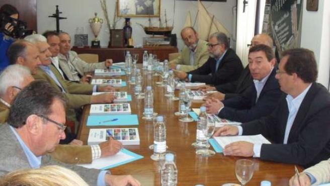 El Conseller Mario Flores Con Representantes De Instalaciones Náuticas