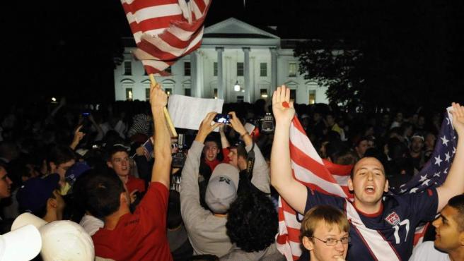 Celebraciones frente a la Casa Blanca, tras el anuncio de la muerte de Bin Laden.