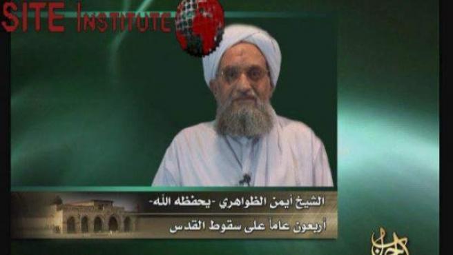 Imagen de video de junio de 2007 que muestra a Ayman al Zawahiri dando su apoyo al movimiento islamista palestino Hamas.