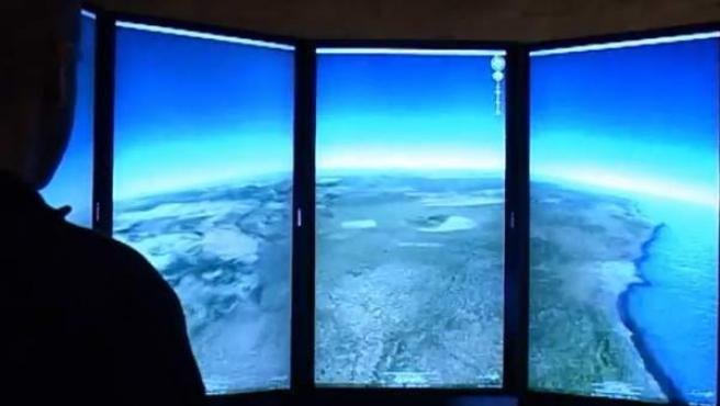 El 'Lleida Liquid Galaxy' permite sobrevolar cualquier zona del planeta y explorar fondos marinos.