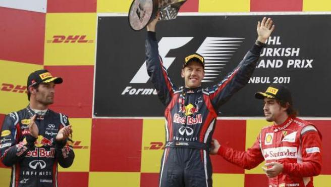 Alonso, en el podio de Turquía, junto a Webber y Vettel.