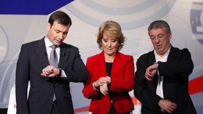 Los candidatos a la comunidad de Madrid por el PP (Esperanza Aguirre), el PSOE (Tomás Gómez) e IU (Gregorio Gordo) en el debate televisado por la cadena regional Telemadrid.