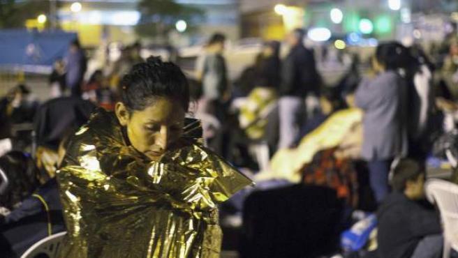 Miles de personas han pasado la noche en parques, jardines y solares tras los terremotos.
