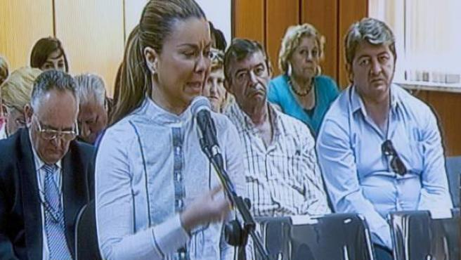 Imagen tomada de un monitor de televisión en la sala de prensa de la Audiencia Provincial de Cádiz, de María José Campanario, esposa del torero Jesulín de Ubrique, durante su declaracion ante el tribunal que la juzga, junto a otras 24 personas, por la Operación Karlos.