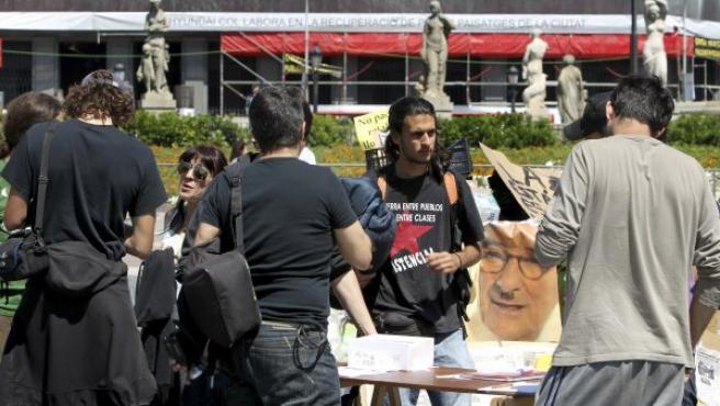 Acampada que mantiene un grupo de jóvenes en la Plaza Cataluña de Barcelona, convocados por el movimiento Democracia Real Ya.