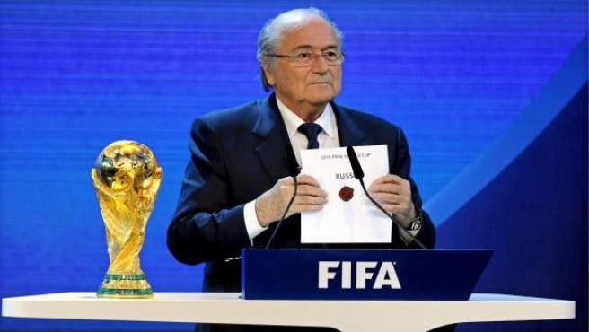 Joseph Blatter desvela las sedes del Mundial de 2018 y 2020.