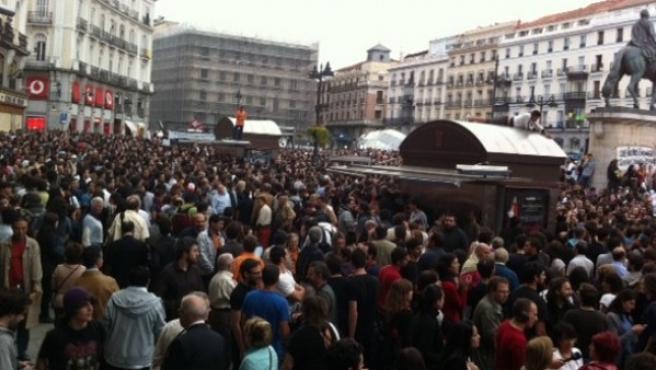 """Miles de manifestantes concentrados en la Puerta del Sol de Madrid, donde se han reunido para pedir """"un cambio social""""."""