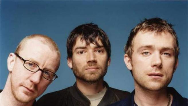 Damon Albarn (dcha), junto a los componentes de la banda británica Blur.
