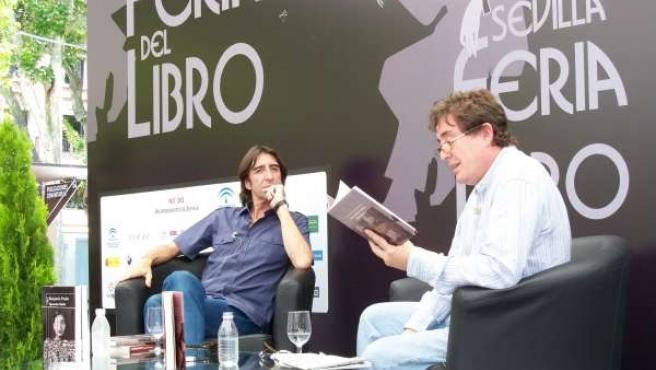 Luis García Montero Y Benjamín Prado En La Feria Del Libro