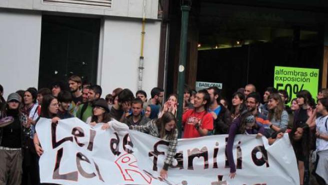 Protesta En Santiago Contra La Ley De Familia