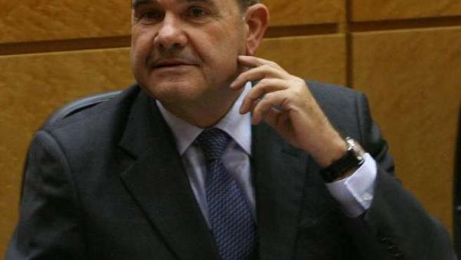 Manuel Chaves en su escaño en el Senado
