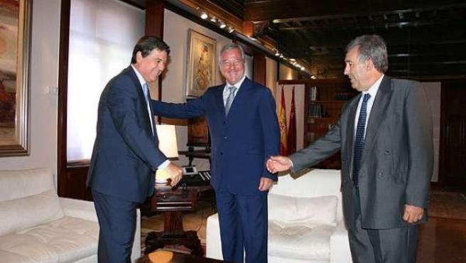 El presidente de Scrats junto a Valcárcel y el consejero de Agricultura