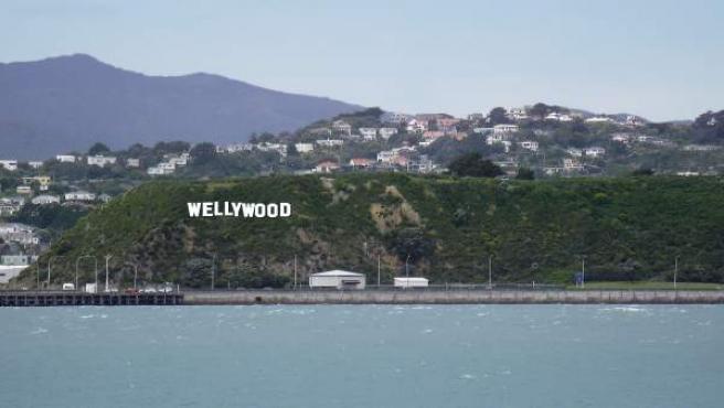 Imagen retocada por ordenador tomada el 9 de marzo de 2010 y facilitada por el aeropuerto de Wellington del cartel Wellywood.