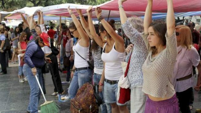 Los 'indignados' acampados en la plaza de Catalunya de Barcelona.