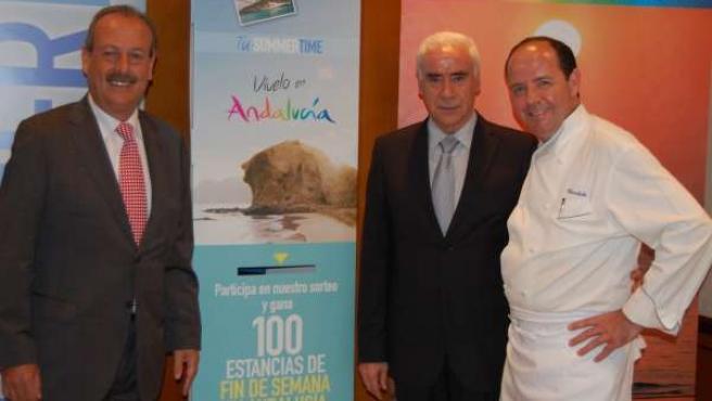 El Consejero De Turismo, Luciano Alonso, Junto Al Restaurador Cándido