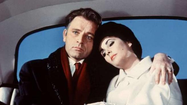 Richard Burton y Elizabeth Taylor en Hotel internacional.