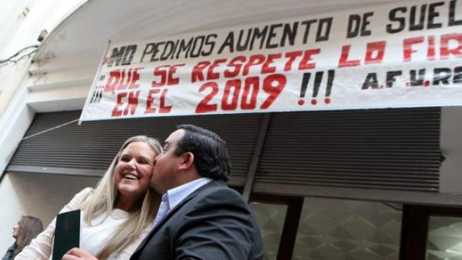 Una de las pocas bodas que se celebran estos días en Uruguay. Los funcionarios están en huelga por un conflicto sindical, por lo que las parejas no pueden casarse.