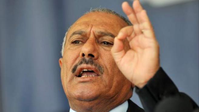 Una foto de archivo del 10 de marzo de 2011 del presidente yemení Ali Abdullah Saleh diciendo un discurso en Saná, Yemen.