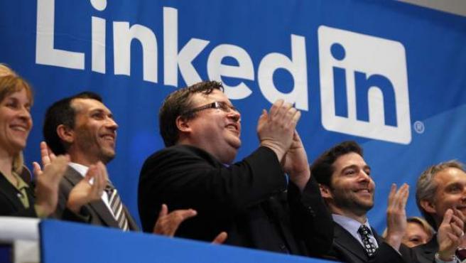 El consejero delegado de LinkedIn, Jeff Weiner, y el fundador de la red social Reid Hoffmanen, en la Bolsa de Nueva York.