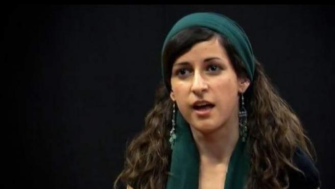 Imagen de una de las jóvenes que han respondido en varios vídeos a preguntas polémicas sobre la Iglesia.