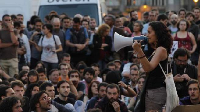 """Centenares de personas piden en Madrid """"cambios sociales y políticos"""" contra la crisis."""