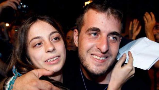 María, una de los cinco detenidos en Valencia, y miembro de la plataforma 15-M, tras su puesta en libertad en la Ciudad de la Justicia de Valencia.
