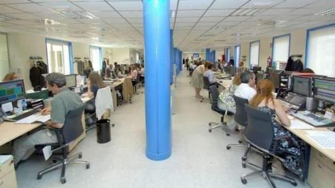 Imagen de archivo de trabajadores en una oficina.