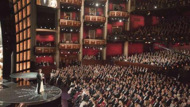 James Franco y Anne Hathaway actúan como maestros de ceremonia de la 83ª gala de entrega de los premios Óscar en el teatro Kodak de Hollywood.