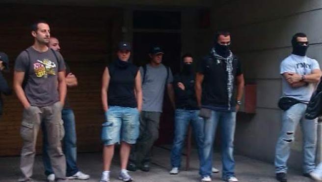 Supuestos agentes de los Mossos infiltrados en la protesta frente al Parlament.