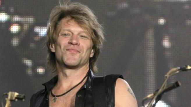 El guitarrista y cantante Jon Bon Jovi, del grupo de Nueva Jersey Bon Jovi, durante un concierto.