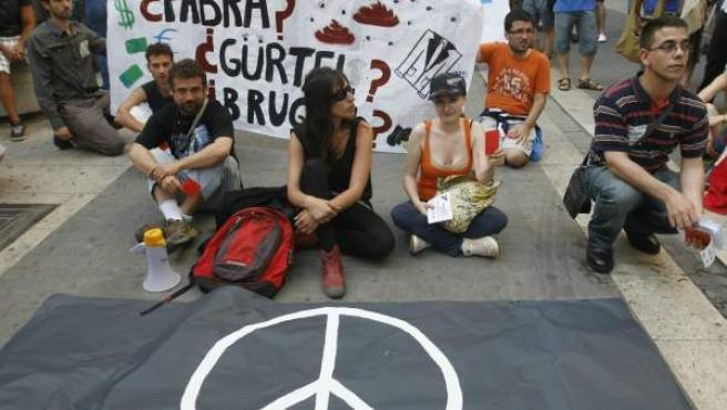 Protesta de indignados frente a Les Corts.